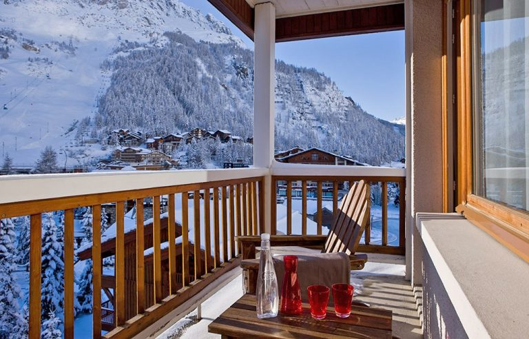 Hotel Ormelune Val d'Isère - Large Room - Balcony and View